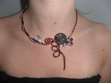 Collier bordeaux